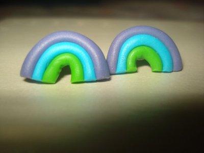 orecchini a perno arcobaleno