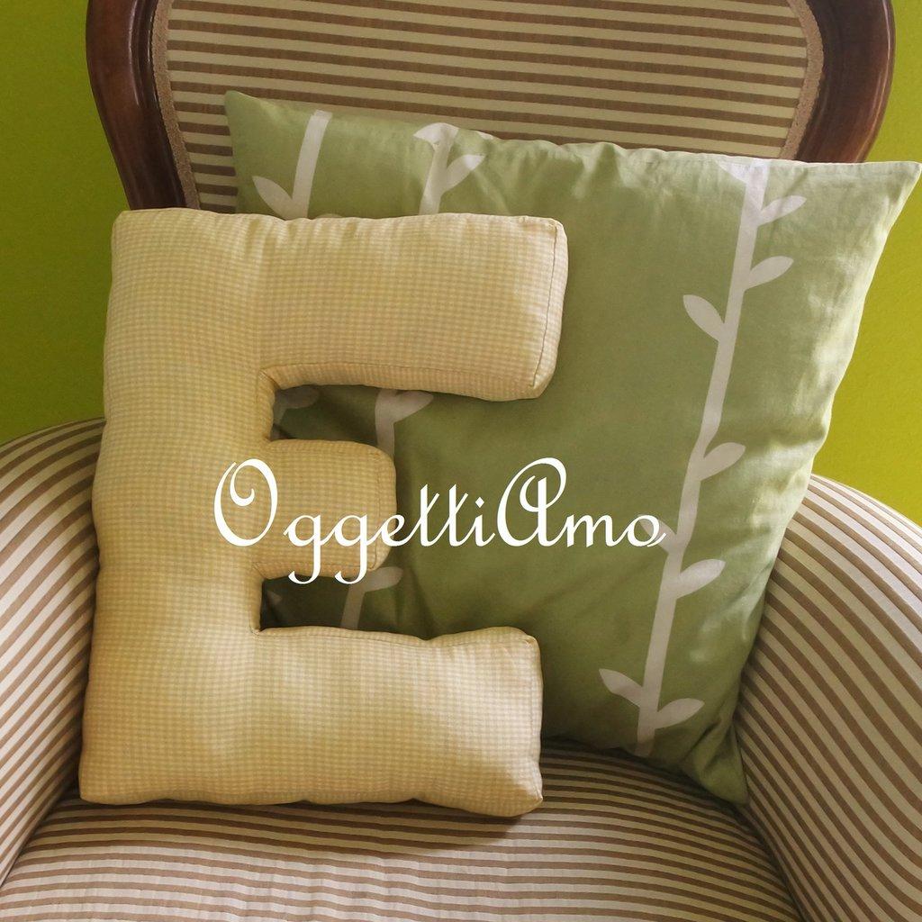 Un cuscino materasso a forma di lettera per decorare casa - Materasso per poltrona letto ...