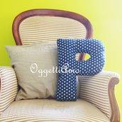 Una P per decorare: un cuscino materasso a forma di lettera per arredare il divano/letto!