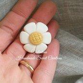 Calamita fiore bianco oro