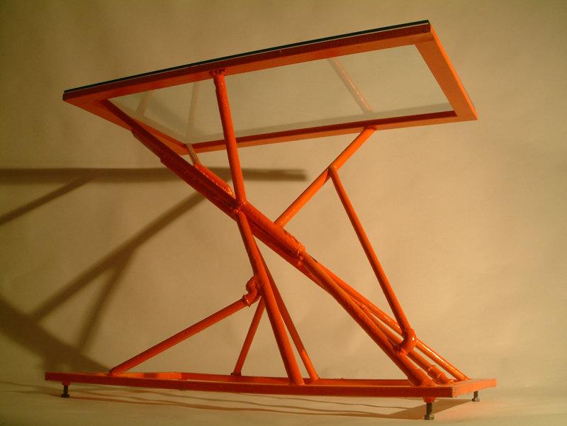 Tavolo in ferro e cristallo arancio