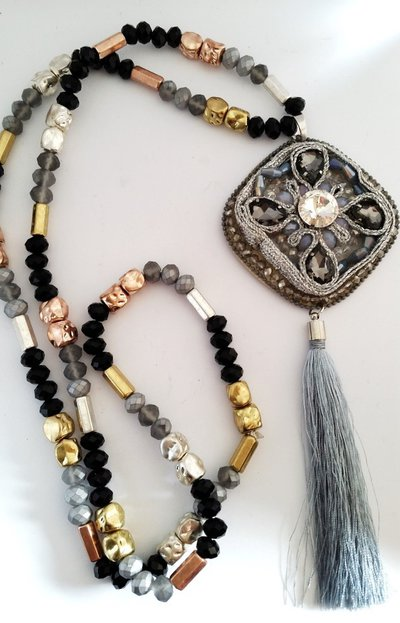 Long necklace tassel black and grey