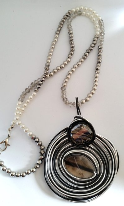 Long necklace pendant circle black and grey