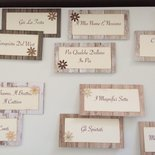 Segna tavolo matrimonio rettangolare cartoncino effetto legno con fiore e perla