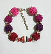 Bracialetto con perline coperte all' uncinetto. Bracelet with beads  covered with crochet