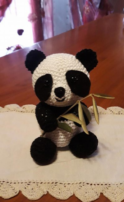 Panda simpatico e seduto