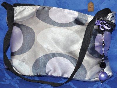Borsetta in raso in tinte del viola rettangolare