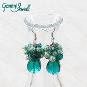 Orecchini grappolo di perle e goccia sfaccettata, verde smeraldo
