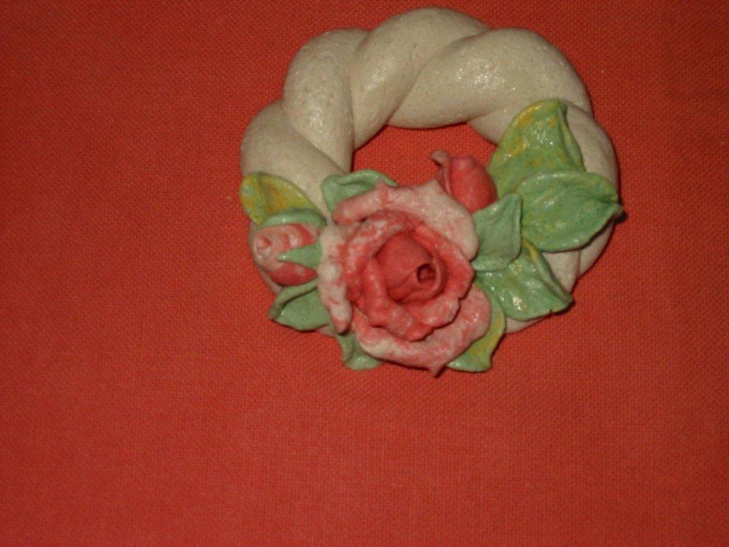 Ghirlanda con rose pasta di sale