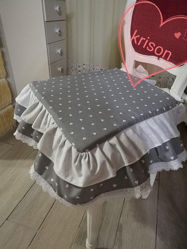 cuscini sedia stile shabby fantasia cuoricini grigio e bianco fatto a mano