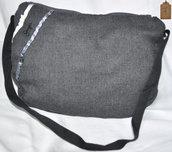 Borsa a spalla grigio scuro con nastri e bottoni