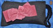 Pochette in tessuto di lana grigio scuro con fiocco bordeaux