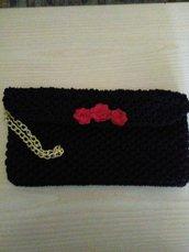 pochette nera con rose