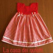 Vestitino  rosso con corpino in filo e gonnellina a quadretti realizzato a mano