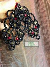 Orecchini chiacchierino nero con perline eleganti