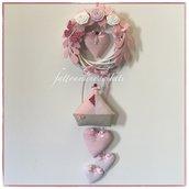 Fiocco nascita in viticcio con rose,farfalla,barchetta e cuori sul rosa/bianco