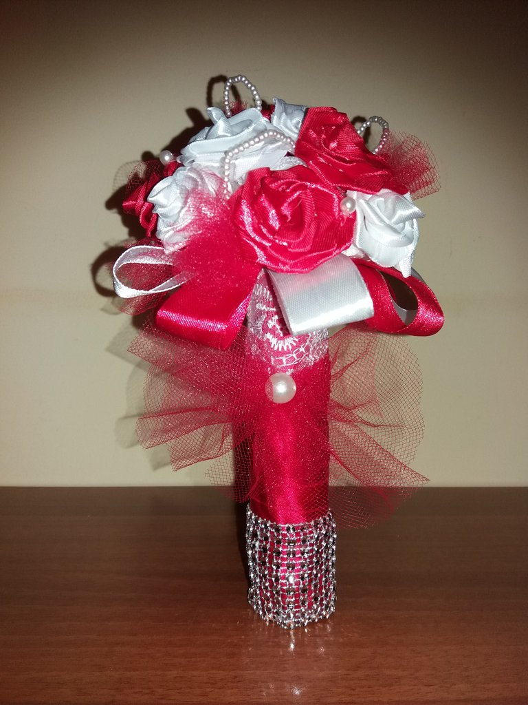Bouquet di rose e perline