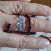 Anello nero con cristalli azzurri