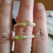 Anello perline gialle