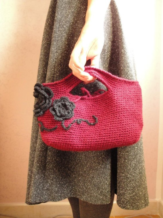 Borsa crochet in lana con applicazioni