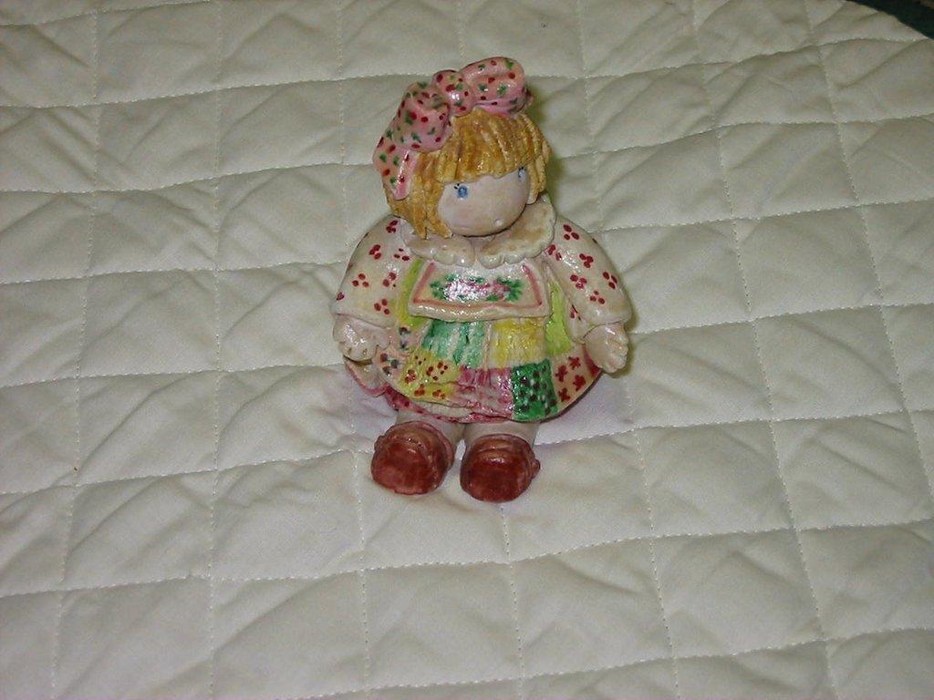 Bambola seduta