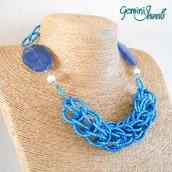 Girocollo blu chainmaille in alluminio e resina