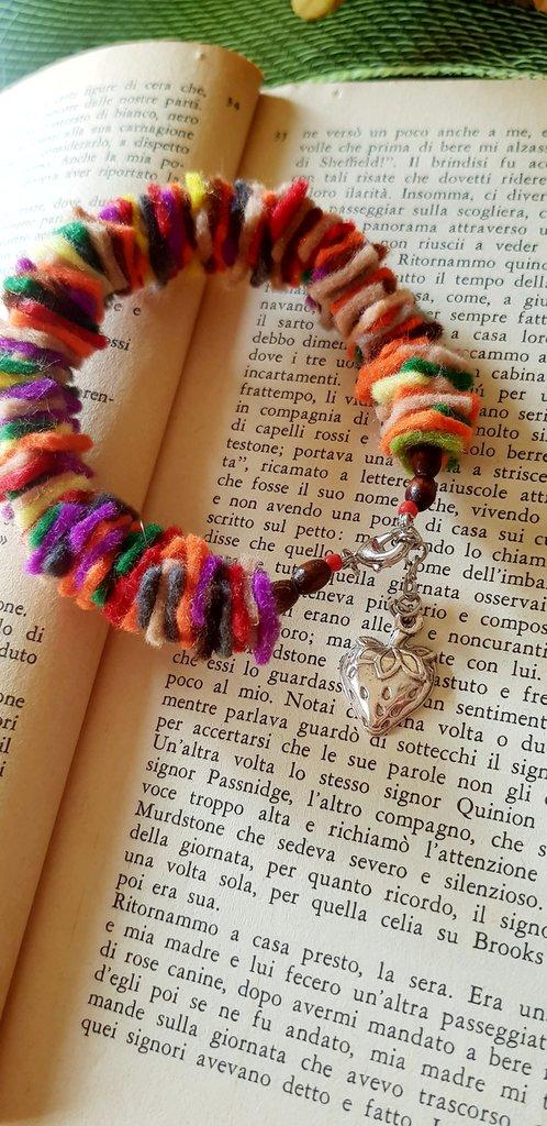 Bracciale in feltro multicolore con fragola