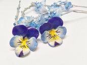 Orecchini viole del pensiero, orecchini pansè, pansè azzurri, viole del pensiero, orecchini floreali, porcellana fredda, pasta di mais