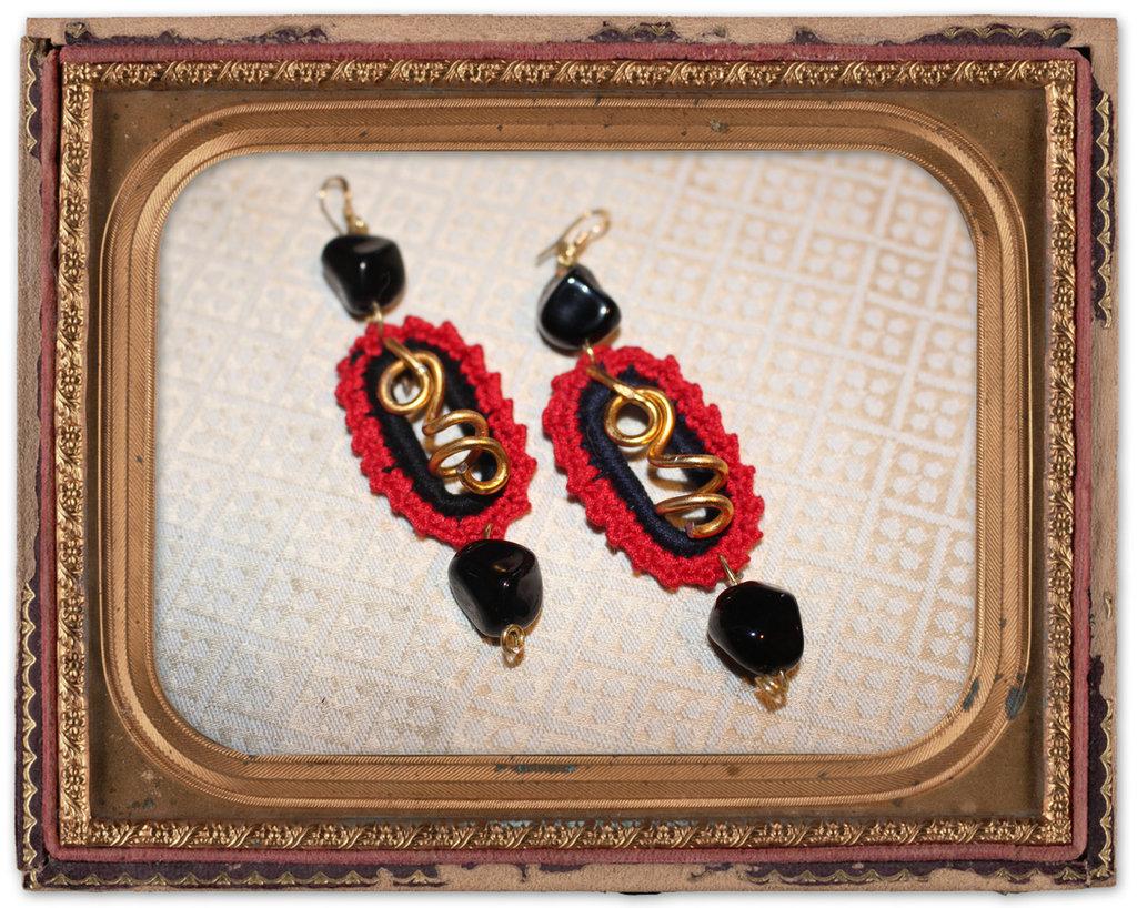 orecchini pendenti fatti all'uncinetto ispirati al tango