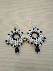 orecchini bianco nero