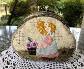 Borsellino in stoffa clic clac con Sue che fa giardinaggio per la primavera