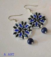 Orecchini pendenti con pietre blu