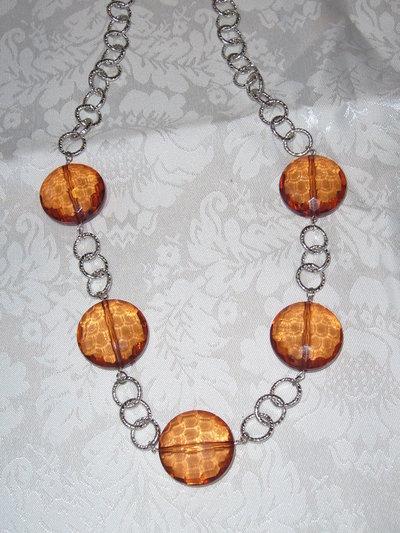 Collana con catena e perle color ambra
