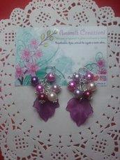 Orecchini pendenti con foglia viola effetto ghiaccio e perline. Altri colori nelle inserzioni