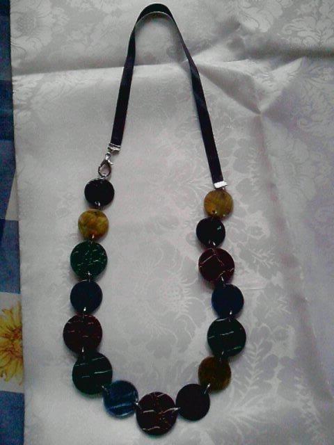 collana con raso e perle piatte