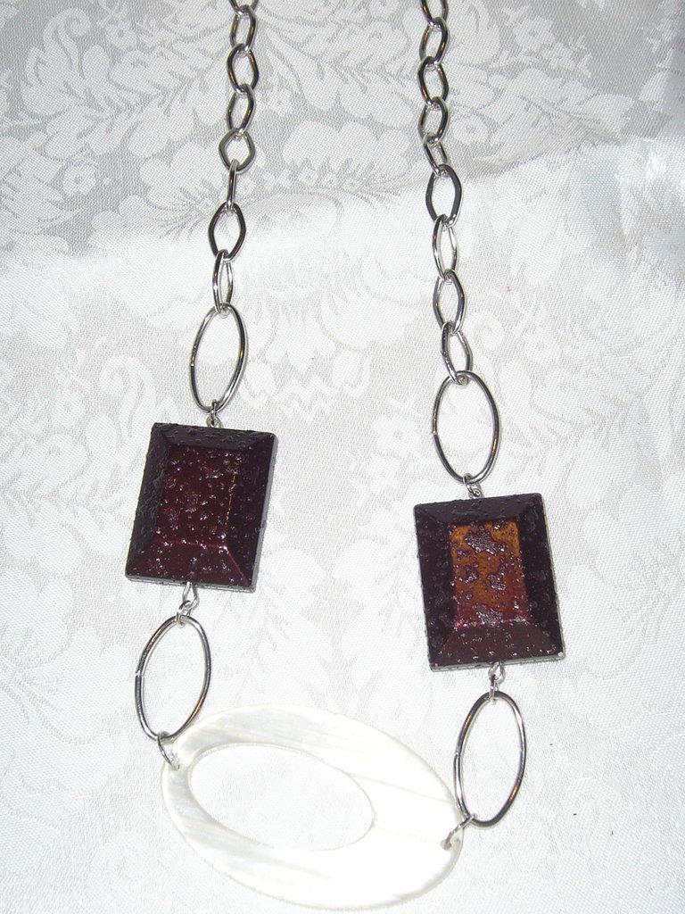 collana con catena e perle bianca e marrone