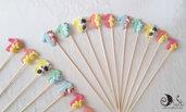 spiedini di caramelle compleanno decorati animaletti e colori misti