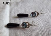 Orecchini color argento e blu stile etnico con pietra brillantinata