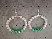 Orecchini a cerchio con perle satinate