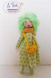 Bambola di stoffa, fatta a mano, morbida e con lunghi capelli Le Tusì bambole di stoffa