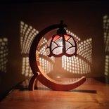 Lampada Q-Moon realizzata da una zucca