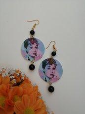 Orecchini di carta rotondi pendenti Audrey Hepbyrn con perline nere