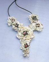Collana con fiori  di raso 2
