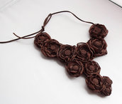 Collana con fiori  colore marrone di raso 3