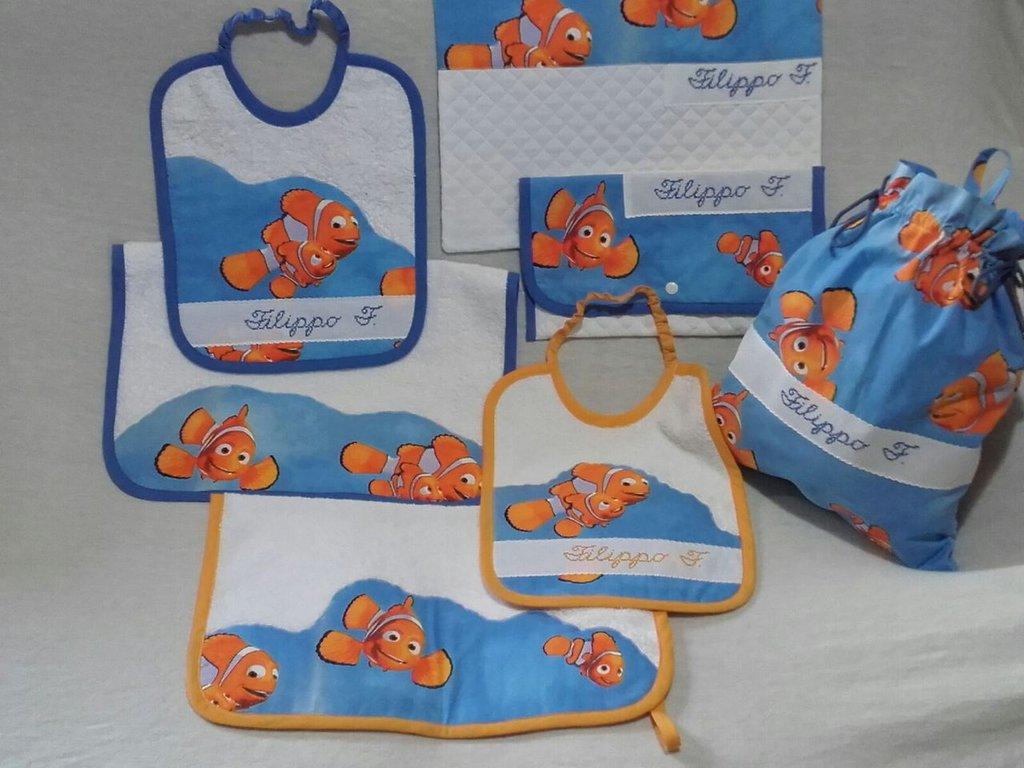 Set Asilo Nemo 7 pezzi per bimbo con nome ricamato a punto croce