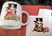 Tazza mug in porcellana dipinta a mano con gatto e tovaglietta abbinata