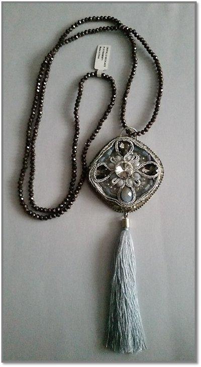 Long necklace tassel grey