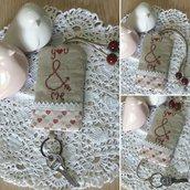 Schema punto croce cross stitch patter model cartamodello tutorial portachiavi regalo per appassionate di handmade portachiavi keychain