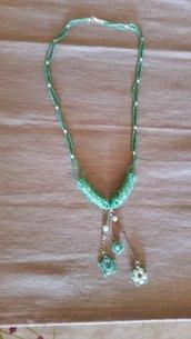 Collana verde con ciondoli di stelline