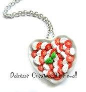 Collana Caprese - Piatto a forma di cuore con Pomodoro e mozzarella realizzato a mano in fimo e cernit